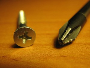 800px-PHILLIPS_screwdriver_and_screw-300x225